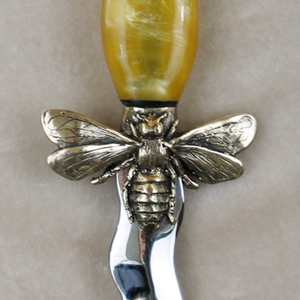 Bee knife
